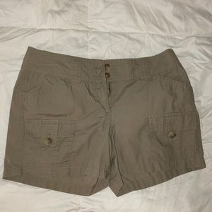 Ann Taylor Signature fit shorts